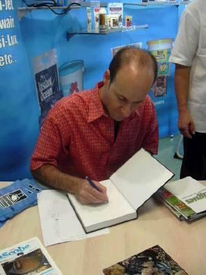Julian Sprung book signing. Photo Credit: korallenriff.de